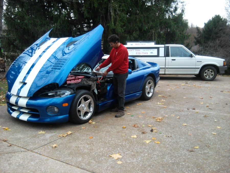 Mobile Auto Mechanic Service, Technician performing battery load test, on a 1996 Dodge Viper GTS. We can help to fix the car problem on hi performance, sports and classic cars on the spot, no towing necessary.