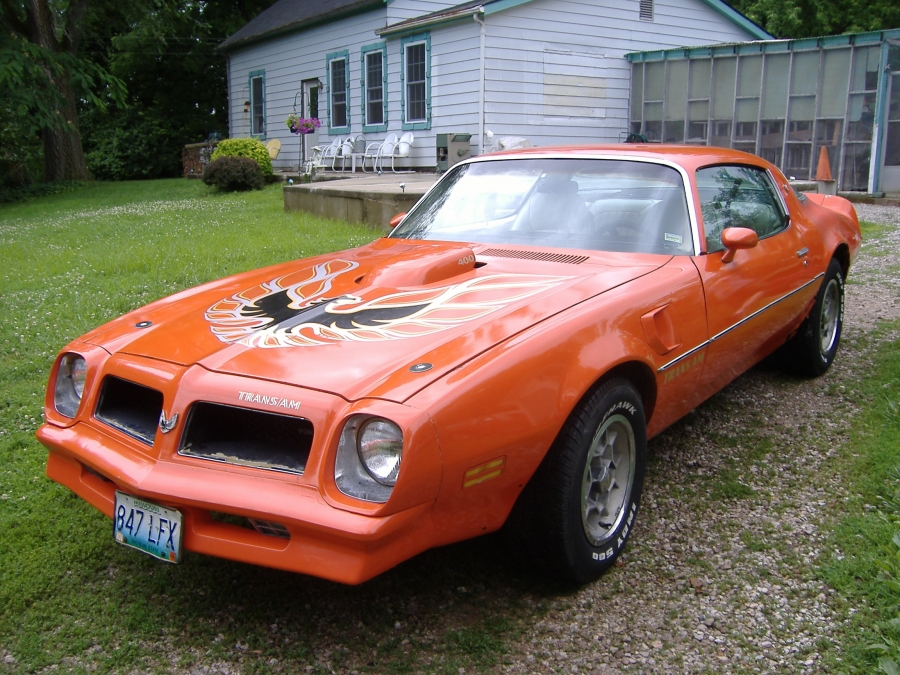 Mobile Car Repair Mechanic Shop, We help to fix and maintain hi performance cars, sports cars, and classic cars like this 1976 Pontiac Trans AM. We come to you on the spot, no towing necessary. Serving St. Louis and St. Charles, MO.