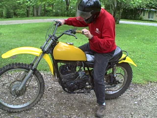Mobile Motorcycle Technician, 1974 Yamaha DT 250 dirt bike tuneup shop, serving St. Louis and St. Charles, We can help to fix the motorcycle problem on the spot, no towing needed. We Come To You!