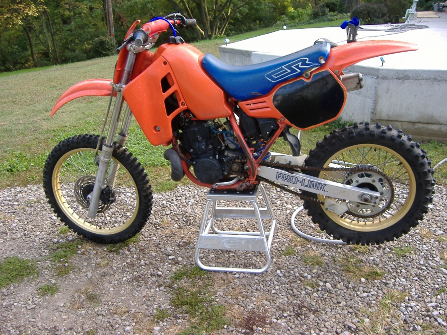 Mobile Moto Cross Dirt Bike ATV Repair Shop, Here is a nice example of regular preventive maintenance, performed on this 1986 Honda CR500R Moto Cross Racing Bike.