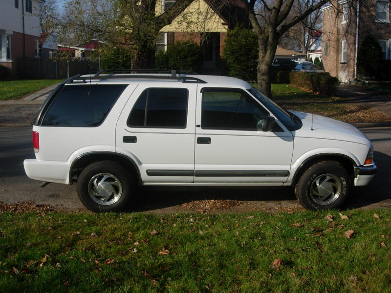 Mobile SUV, Van, Mini Van Repair, Tune up on a 2001 Chevy Blazer 4 wheel drive. We can help to fix the suv problem by changing your battery, alternator, or starter, on the spot.