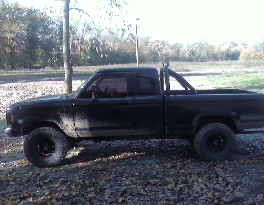 Mobile Truck Repair Shop, we come to you, to change your battery, or install a spare tire on a 1988 Ford Ranger XLT 4x4 Pick Up. We can help to fix the truck problem, on the spot.